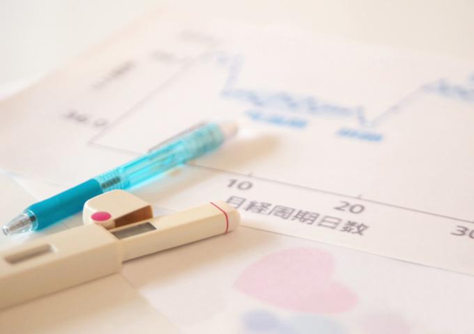 「もしかして妊娠?」生理が遅れた場合の妊娠の可能性とその他の原因