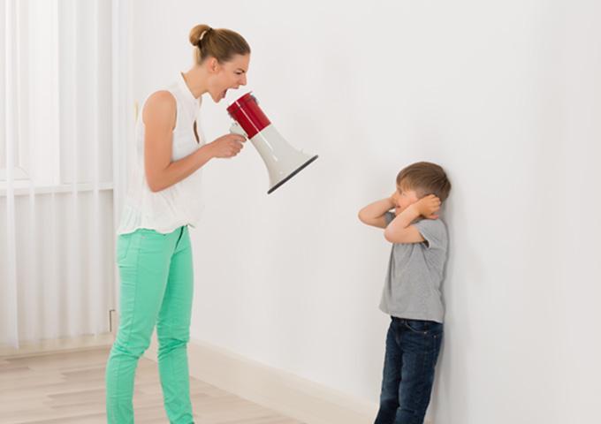 子育て イライラ 怒鳴る