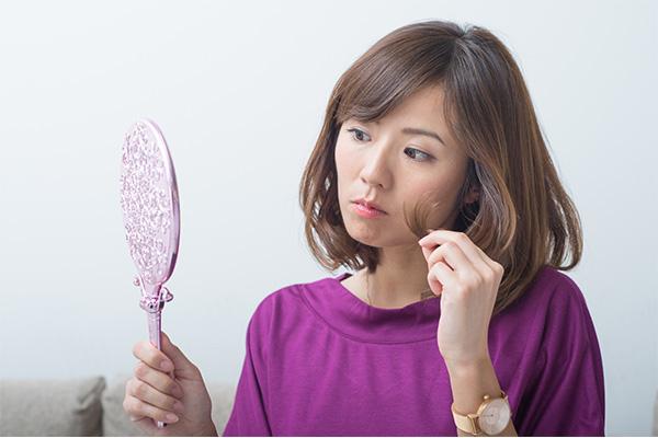 妊娠中の髪の毛に悩む女性